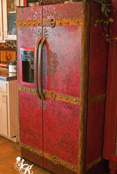 sk s old dinged refrigerator to a vintage steamer trunk, appliances, home decor, kitchen design, painting, repurposing upcycling
