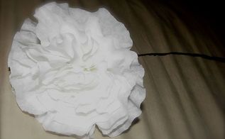 making big beautiful fluffy flowers from coffee filters, crafts, repurposing upcycling