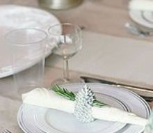 simple thanksgiving table, seasonal holiday d cor, thanksgiving decorations, Throw away dishes and utensils that are disguised as fine china make for a quick cleanup