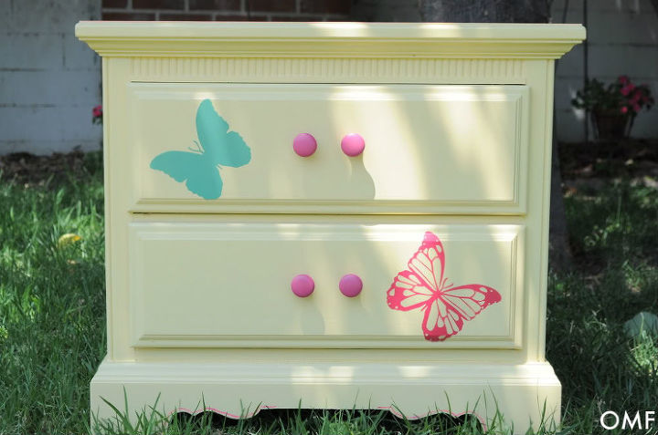 Painted nightstand for little girls room hometalk for Little girls nightstand