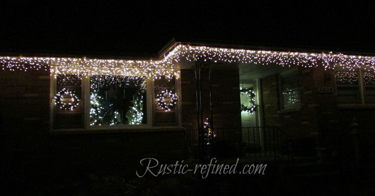Hang outdoor holiday lights quickly tutorial hometalk Hanging christmas lights