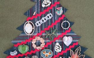 christmas wall decor with vintage jewelery, christmas decorations, crafts, seasonal holiday decor