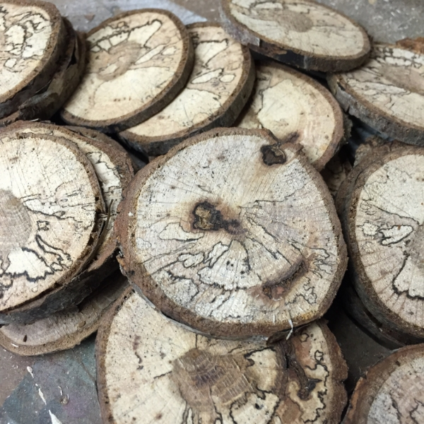 How to cut wooden disc wood slices hometalk for Wood slice craft projects