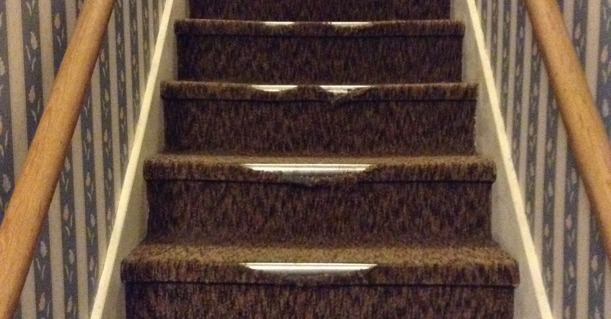Removing indoor/outdoor carpet from stairs : Hometalk
