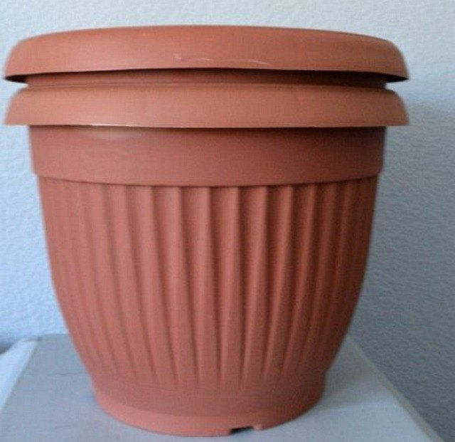 How to upcycle cheap flower pots hometalk for Flower pots design images