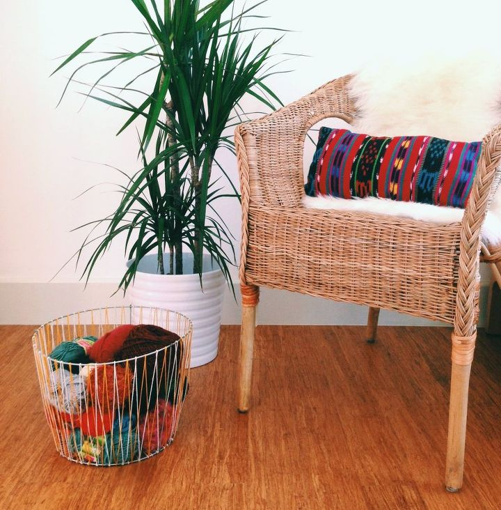 How To Bring Summer Vibes Into Your Home 6 Color Ideas: DIY Woven Basket From A Tomato Cage