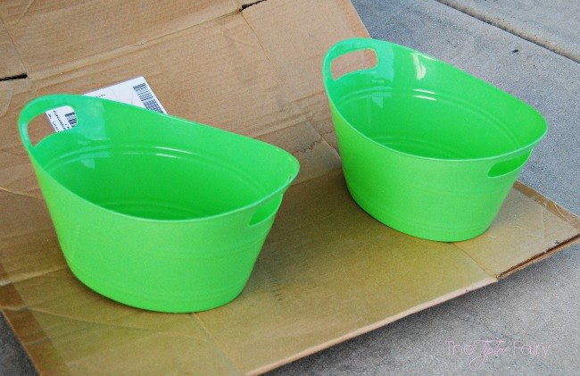 Diy galvanized tubs from the dollar store hometalk for Painting plastic bins