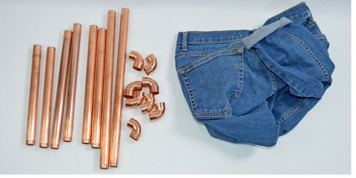 Diy upcycled denim and copper magazine rack hometalk for Jeans upcycling ideas