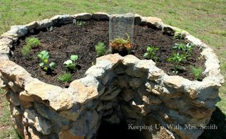 filling a keyhole garden, cleaning tips, composting, gardening, go green, lawn care