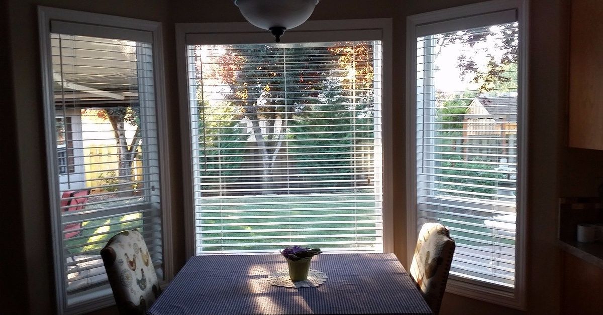 Need ideas on window covering for this bay window hometalk - Coverings for bay windows ...