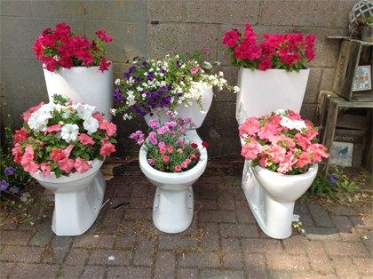 12 wacky and wonderful garden decorations gardening repurposing upcycling photo via tuinieren - Garden Decorations
