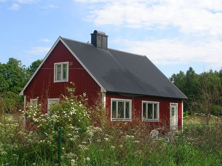 Let 39 s paint the barn red hometalk for Red barn houses