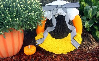 diy candy corn felt wreath, crafts, halloween decorations, seasonal holiday decor, wreaths