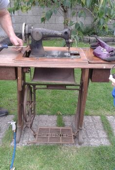 singer sewing machine, painted furniture, repurposing upcycling, Just out of the shed