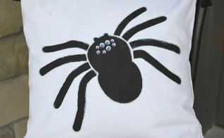 glow in the dark spider pillow, crafts, home decor, seasonal holiday decor