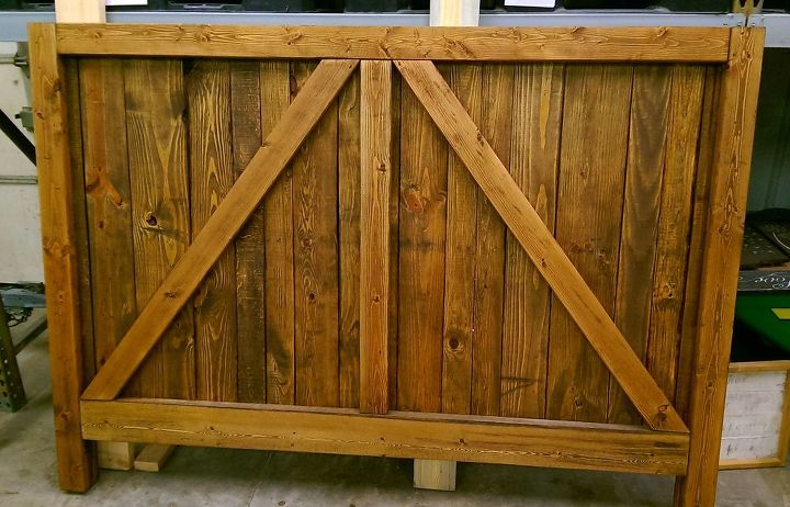Pallet Wood Up Cycled Into One Heavy Duty Barn Door Bed Bedroom Ideas Diy