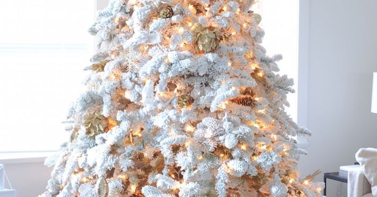 10 Simple Steps to Creating the Perfect Christmas Tree ...