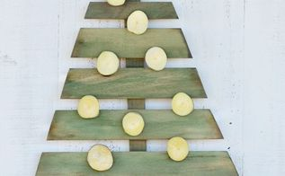 diy wood christmas tree, christmas decorations, crafts, pallet, seasonal holiday decor