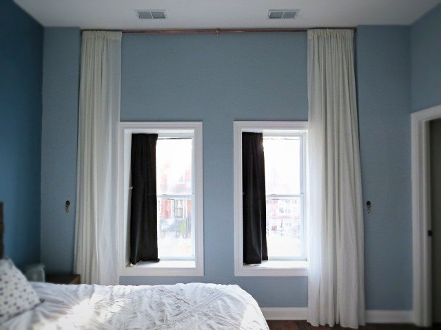 Let 39 s make a giant floor to ceiling curtain hometalk for Best blinds for floor to ceiling windows