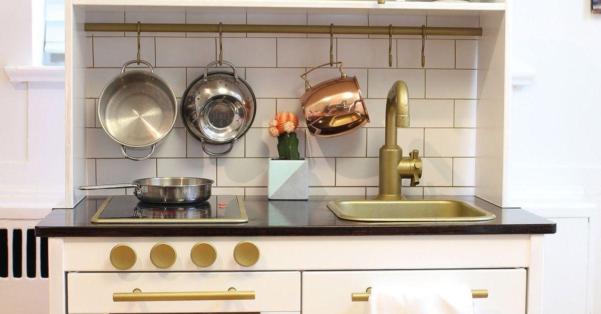 Modern play kitchen ikea duktig play kitchen hack hometalk for Kitchen design hacks