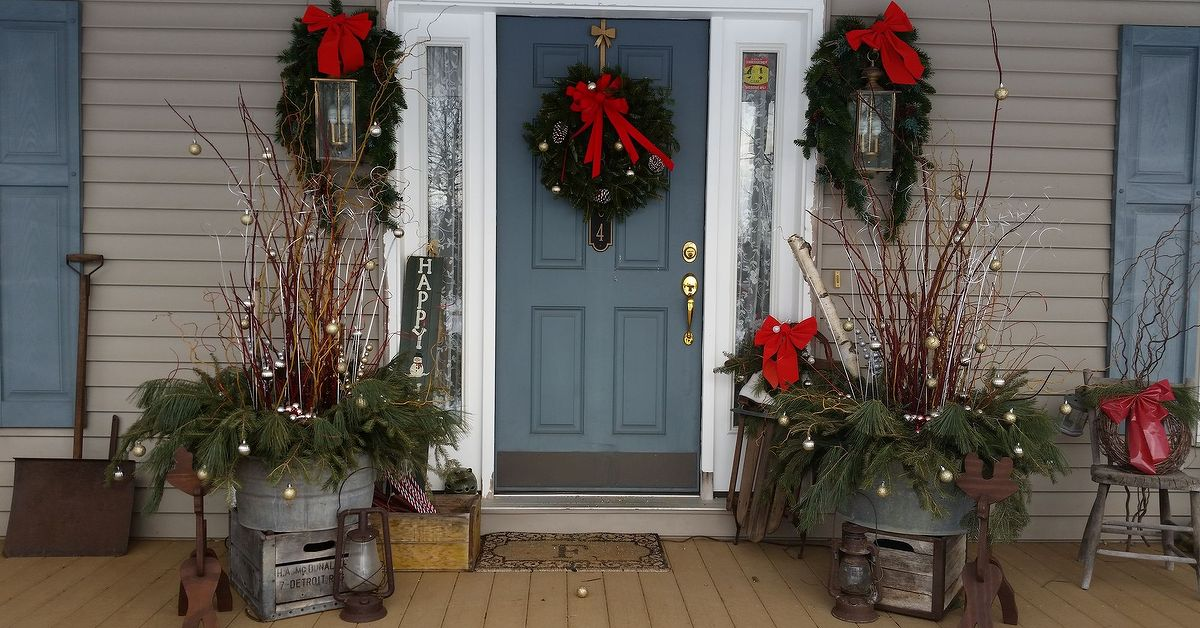 How i dressed up my front porch for christmas and the for Decorating a small front porch for christmas