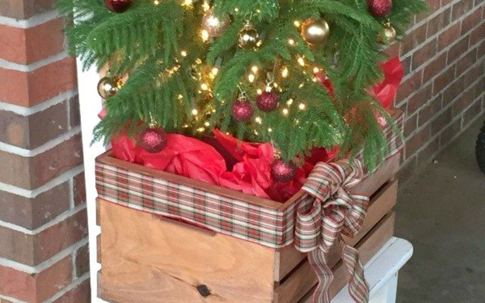 9 Gorgeous Ways to Use a Plain Wooden Crate for Christmas ...