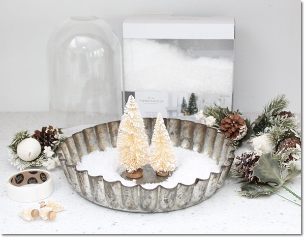 Diy pie tin and bottle brush tree centerpiece hometalk for Bottle brush christmas tree decorations