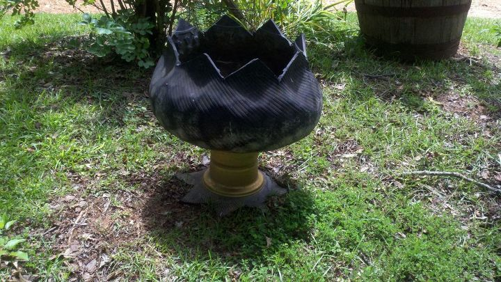 yard decor using an old tire gardening repurposing upcycling - Yard Decor