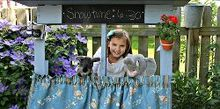 puppet theater from a pallet, chalk paint, flowers, garages, pallet, Have fabulous puppet shows all summer long
