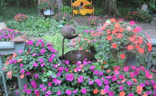 tea pot fountain with impatiens, gardening, Tea pot fountain with impatiens