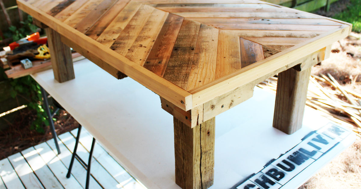 Pallet wood coffee table hometalk for Wood deck furniture ideas