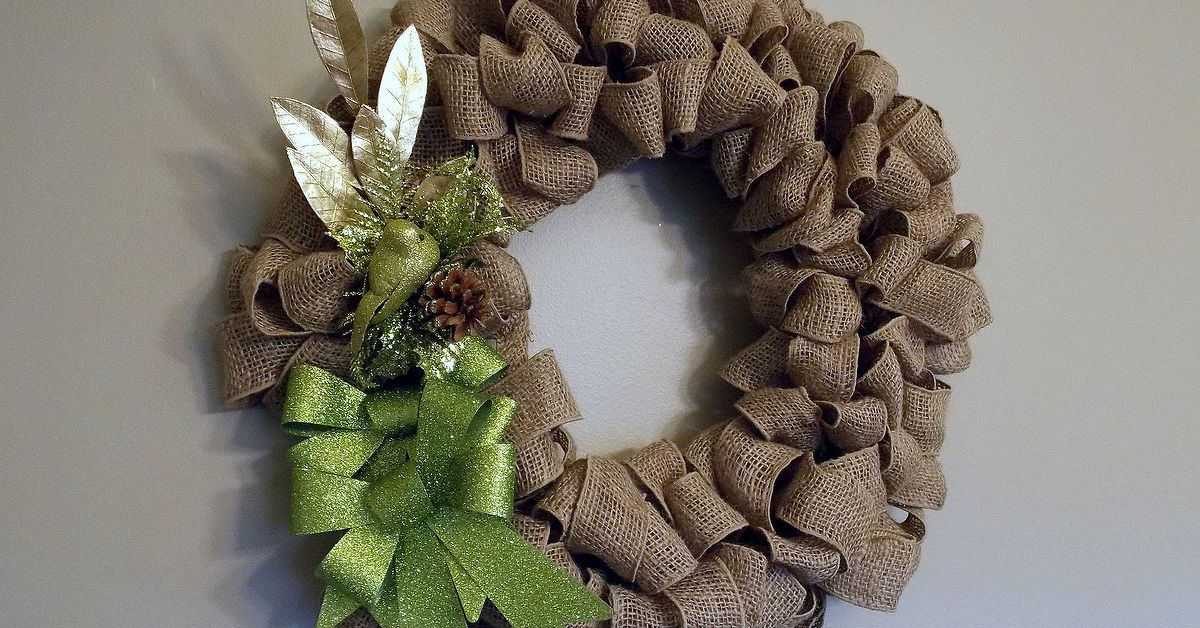 Making my fall burlap wreath a christmas burlap wreath Burlap xmas wreath