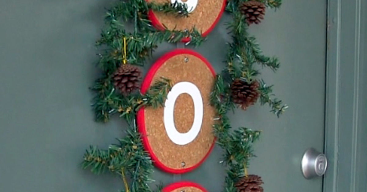 Diy front door christmas decoration alternative to a for Home decor 90027