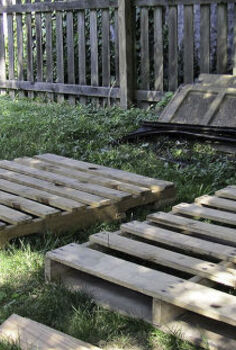 industrial look pallet coffee table, diy renovations projects, pallet projects, repurposing upcycling, before