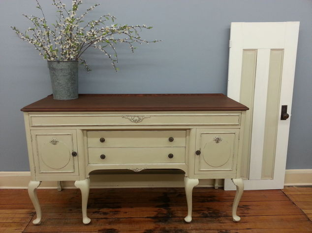Buffet Painted With Chalk Paint Decorative Paint By Annie