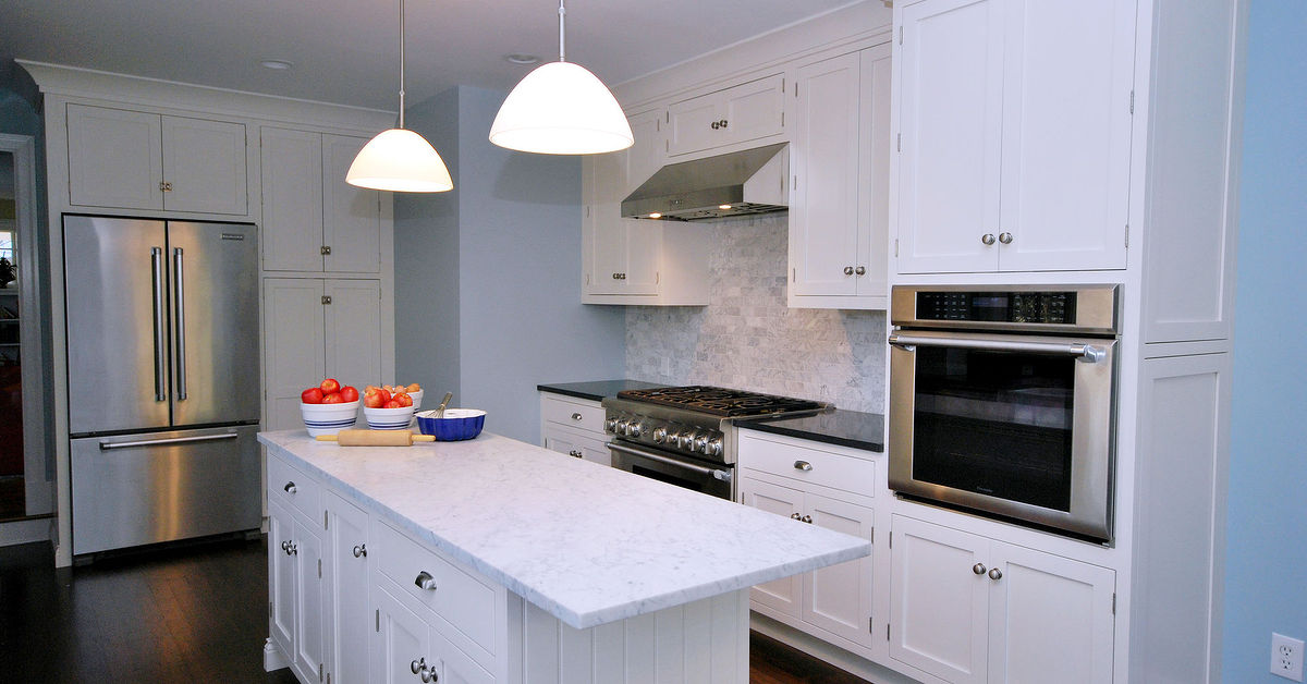 Painted white kitchen cabinets for an elegant country - Elegant white kitchen cabinets ...