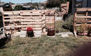q pallet fence for my dogs, fences, pallet, woodworking projects