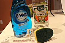 shower and tub cleaner, cleaning tips, Mix half liquid dish detergent with half vinegar in dishwashing wand