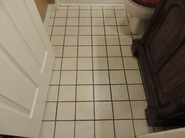 Ployblend grout renew an affordable easy way to update for How to get hair dye off bathroom tiles