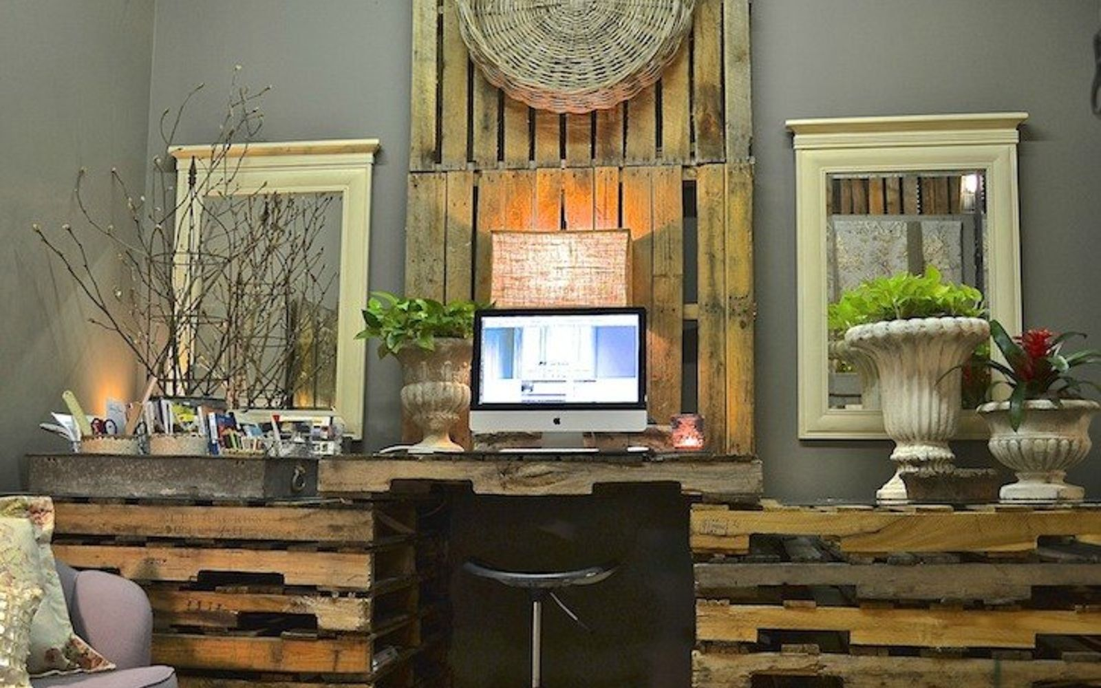 s 18 incredibly easy ways to use the entire pallet, pallet, Stack a pile into a spacious work desk