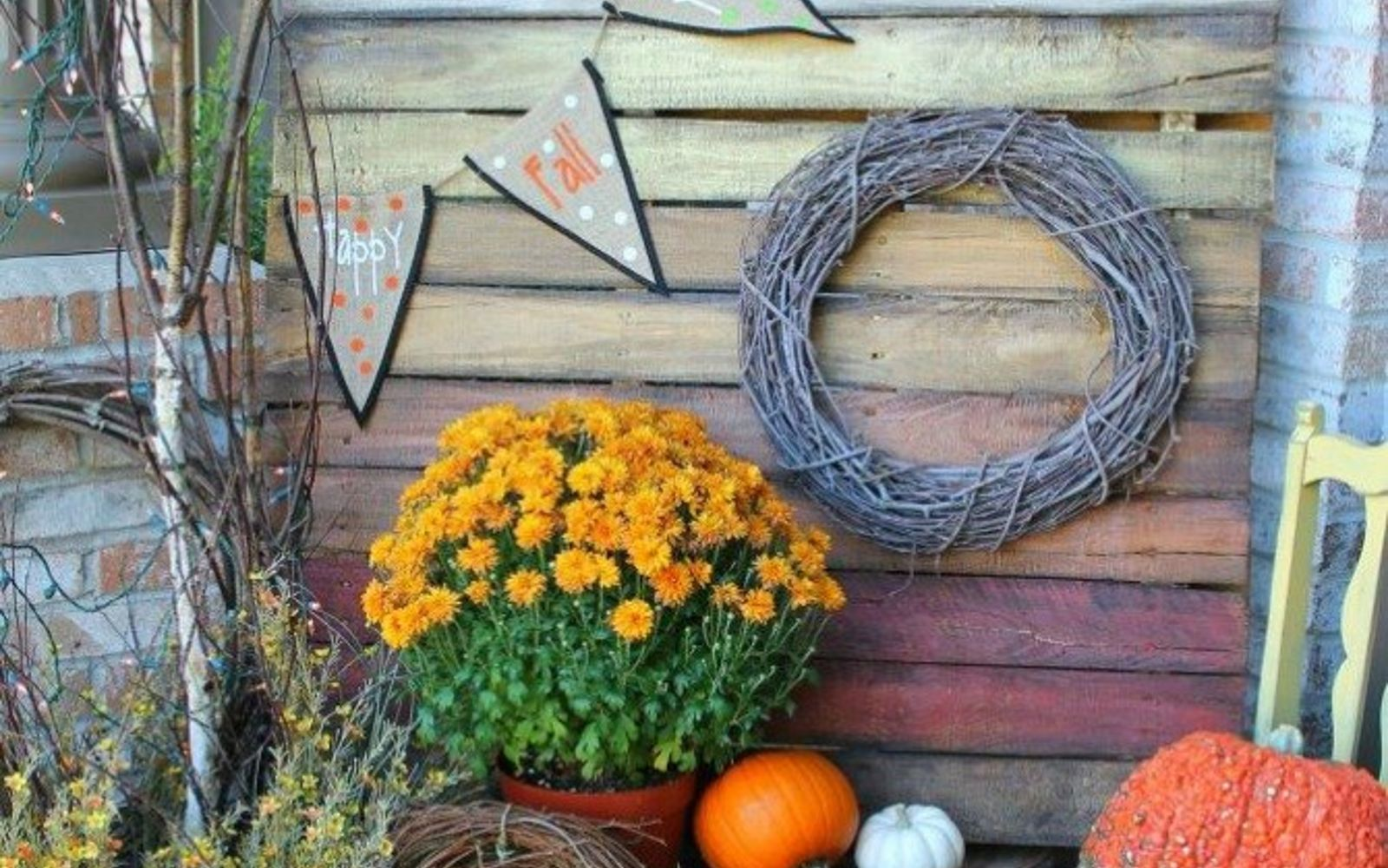 s 18 incredibly easy ways to use the entire pallet, pallet, Paint a large seasonal sign for the porch