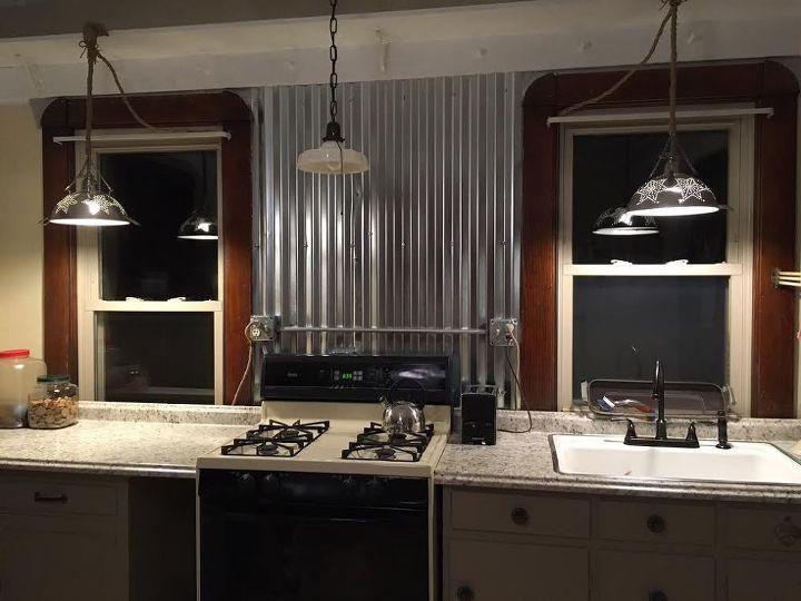 Farmhouse kitchen kitchen remodel designs farmhouse for Farm style kitchen backsplash