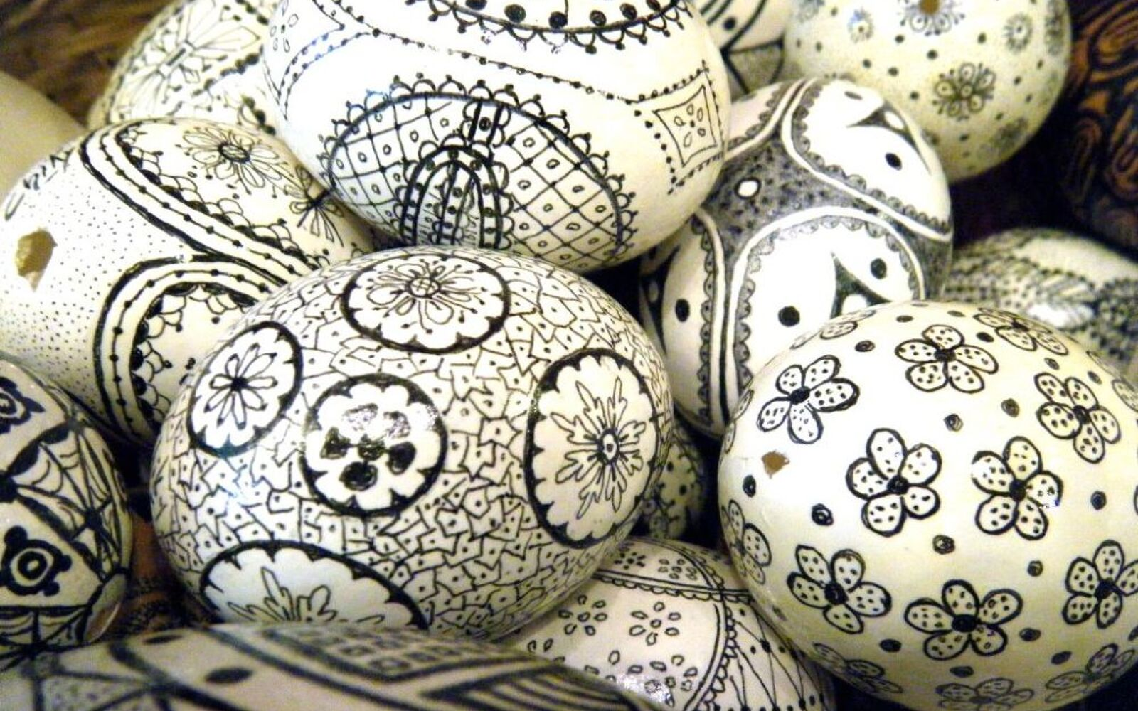 s 23 totally different ways to decorate real eggs this easter, crafts, easter decorations, Go for a bold black white look with Sharpie