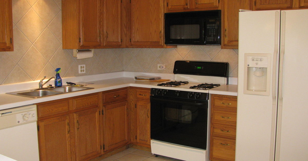 Best way to spruce up finish on medium oak kitchen for Best way to stain kitchen cabinets