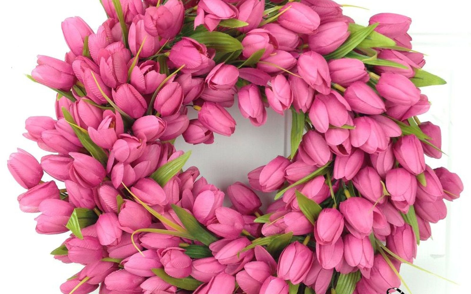 s 31 gorgeous spring wreaths that will make your neighbors smile, crafts, seasonal holiday decor, wreaths, Weave this explosion of tulips with ribbon