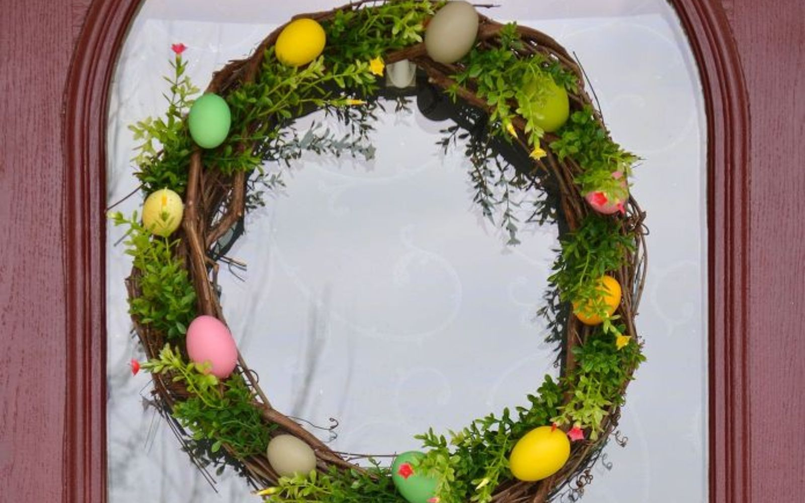 s 31 gorgeous spring wreaths that will make your neighbors smile, crafts, seasonal holiday decor, wreaths, Create a nest with faux stems and eggs