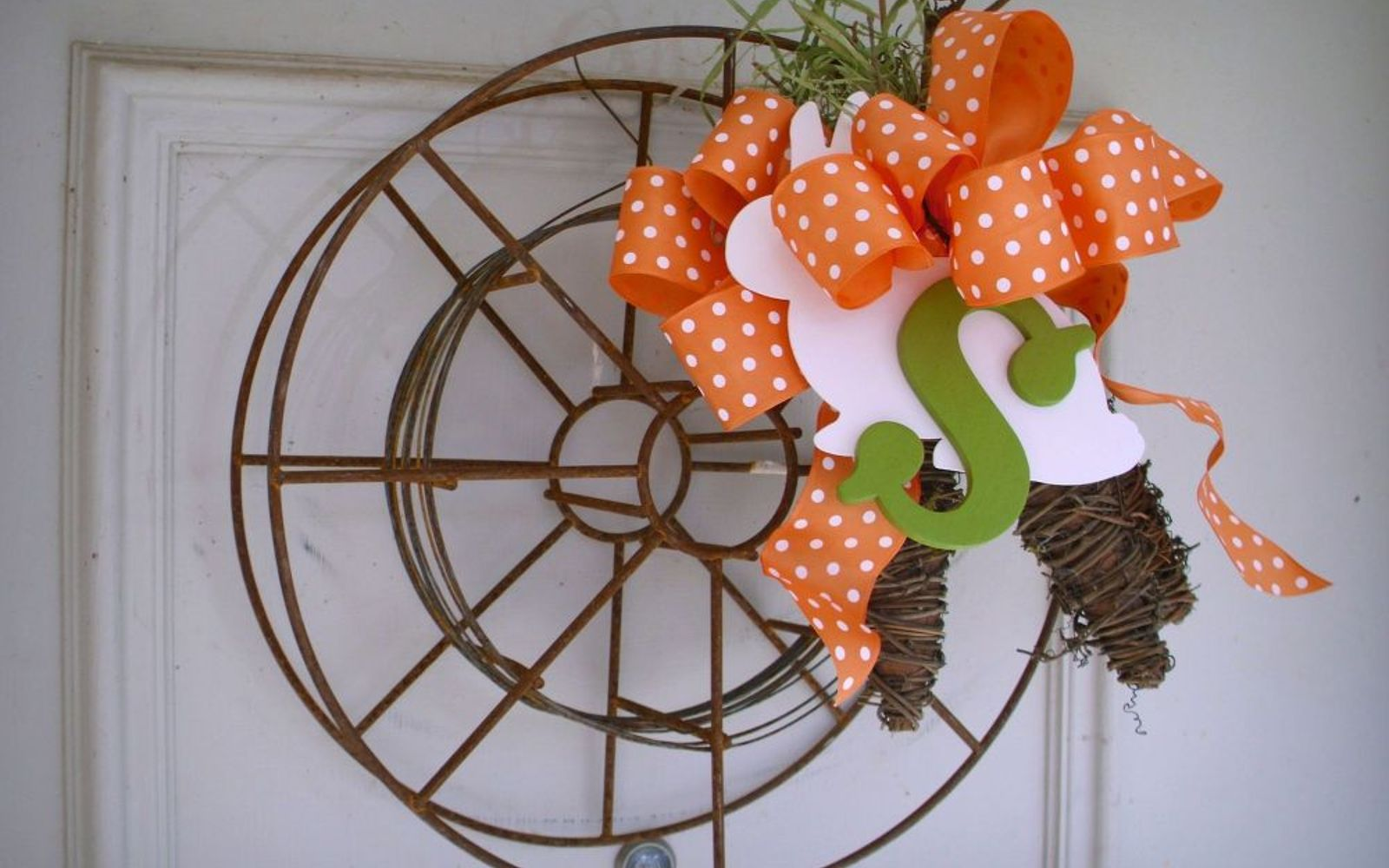 s 31 gorgeous spring wreaths that will make your neighbors smile, crafts, seasonal holiday decor, wreaths, Upcycle an interesting find