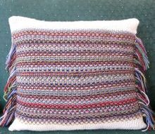 knit a confetti fringe pillow cover with free pattern, crafts, reupholster