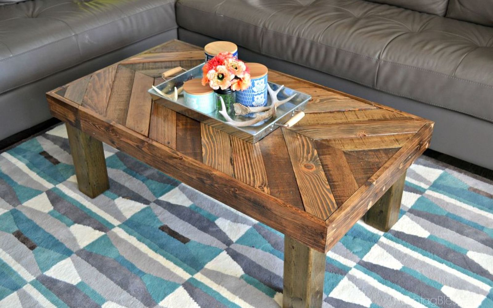 15 Pallet Coffee Tables That Look Way Too Good To Be Diy