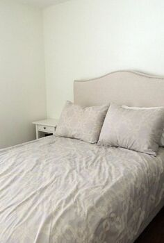coral gold guest room makeover, bedroom ideas, lighting, painted furniture, painting, BEFORE